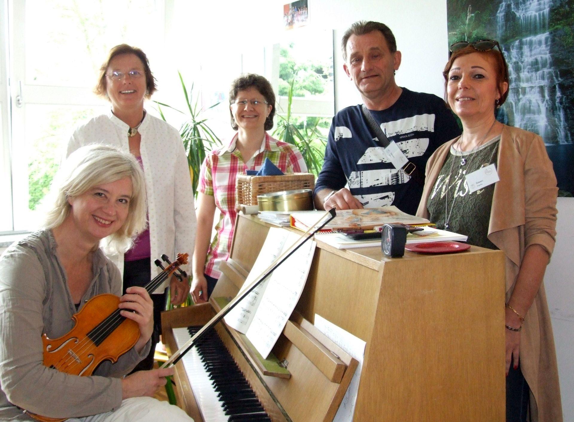Interessierte konnten unsere Lehrkräfte kennenlernen. Von links: Issy Wanner, Susanne Weis, Stefanie Saule, Dariusz und Angelika Szwarc
